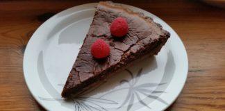 Przepis: Tarta czekoladowa z malinami i musem czekoladowym do pieczenia