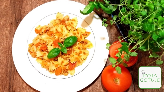 Sos z pomidorów z kurczakiem