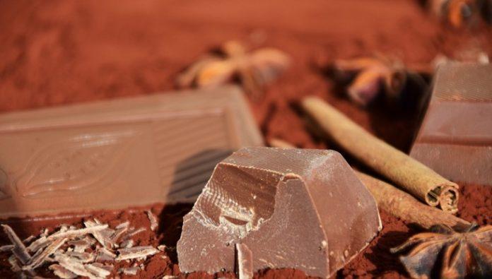 Jak roztopić czekoladę w kąpieli wodnej, garnuku, na polewę