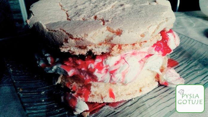 Tort bezowy z truskawkami, bitą śmietaną i serkiem mascarpone - Sprawdzony przepis