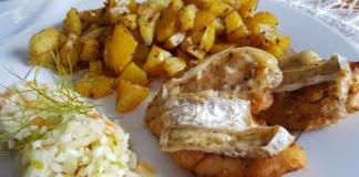 Pierś z kurczaka zapiekana z serem pleśniowym - Przepis