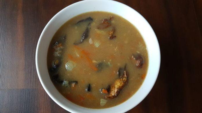 Zupa grzybowa na bazie domowego rosołu - Przepis