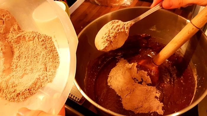 Przygotowanie ciasta brownie
