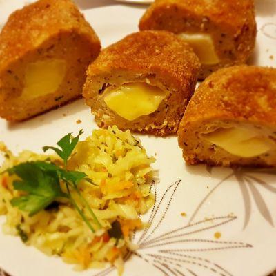 Kotlety mielone z piersi kurczaka nadziewane serem