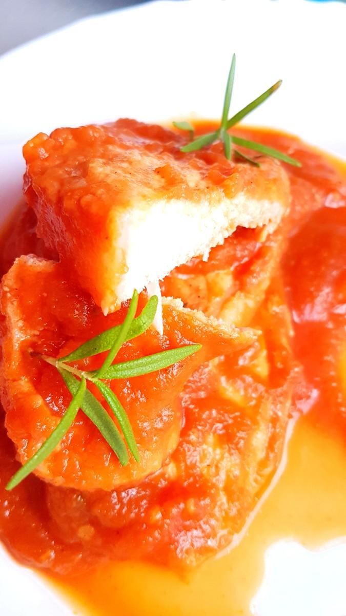 Schab duszony w sosie cukiniowo-pomidorowym