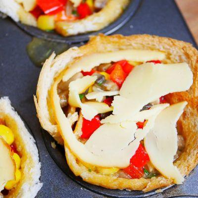 Muffiny wytrawne babeczki jajeczne na chlebie tostowym