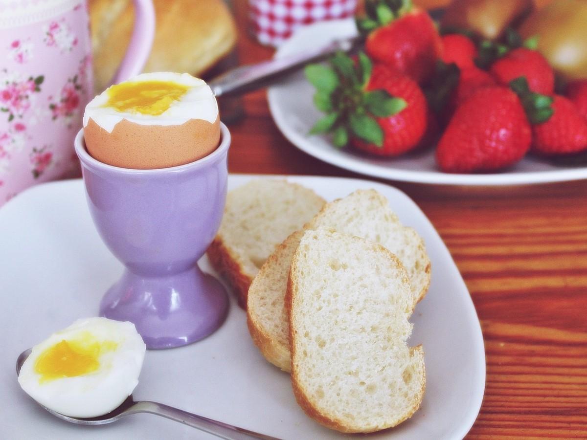Jajko na miękko jak ugotować